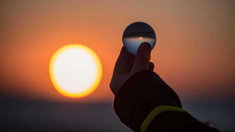 Kugel im Sonnenuntergang
