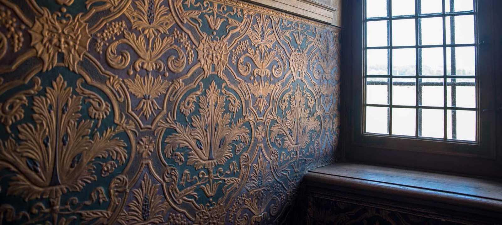 Fenster vor alter Wand