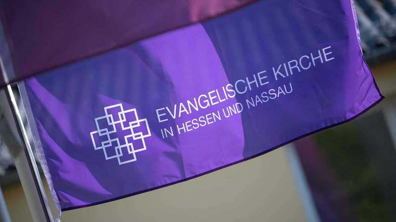 Fahne der EKHN | fundraising-evangelisch.de