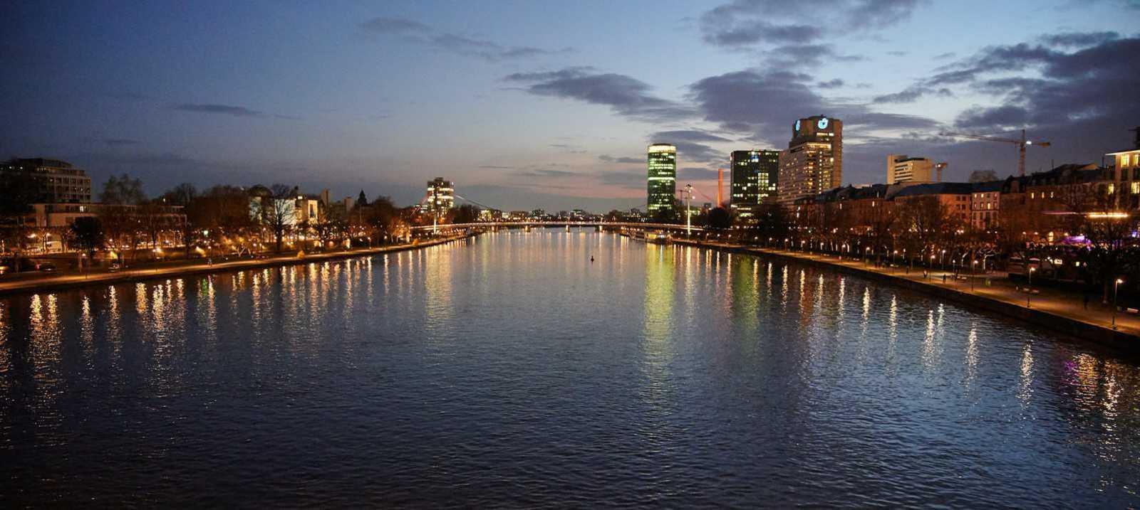 Blick über den Main in Frankfurt