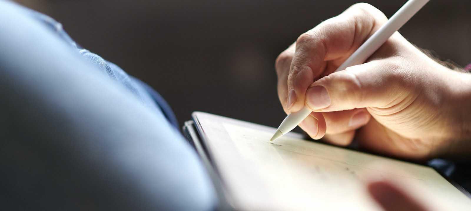 auf einem Tablet schreiben